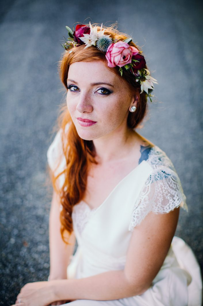 beautiful bride with flower crown by Poppy Figue best florist in Toulouse