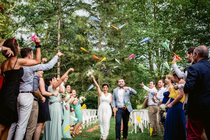 sortie de cérémonie, lancé d'avions en papier