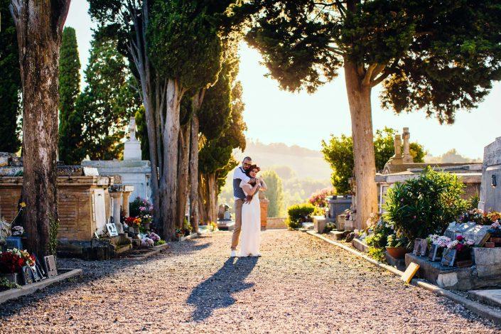 photographe mariage toulouse rock'n'roll dans un cimetière
