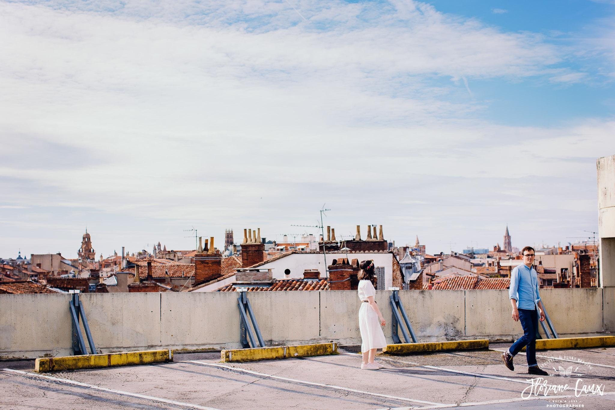 seance engagement à toulouse sur les toits des Carmes