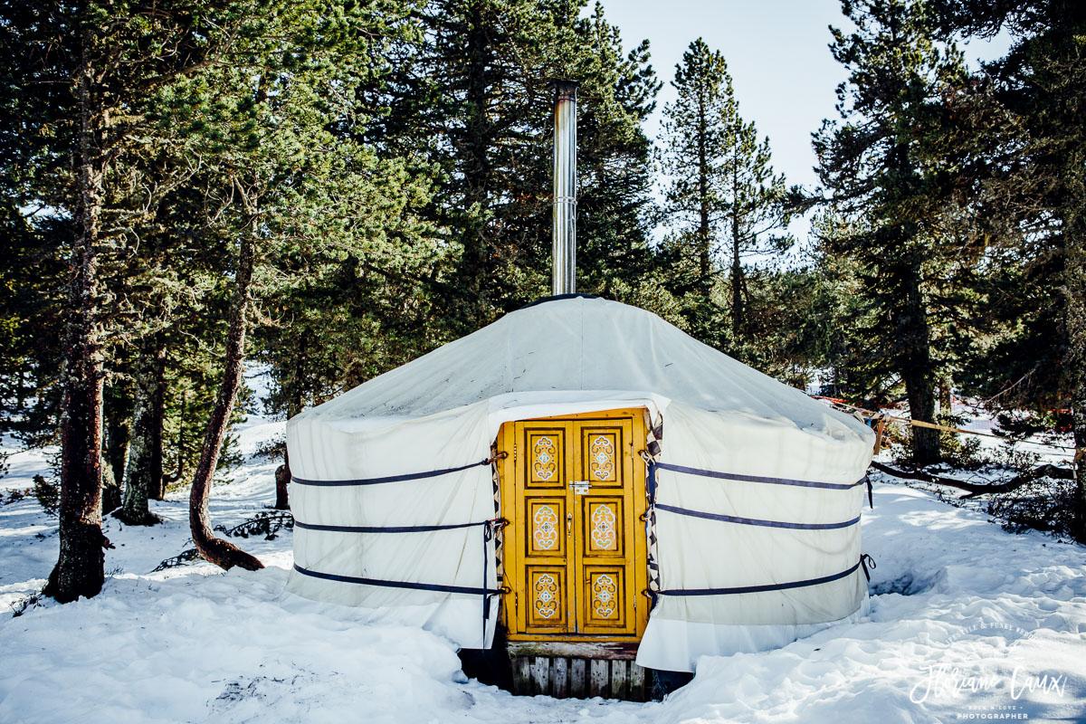 mariage d'hiver au plateau de beille dans une yourte