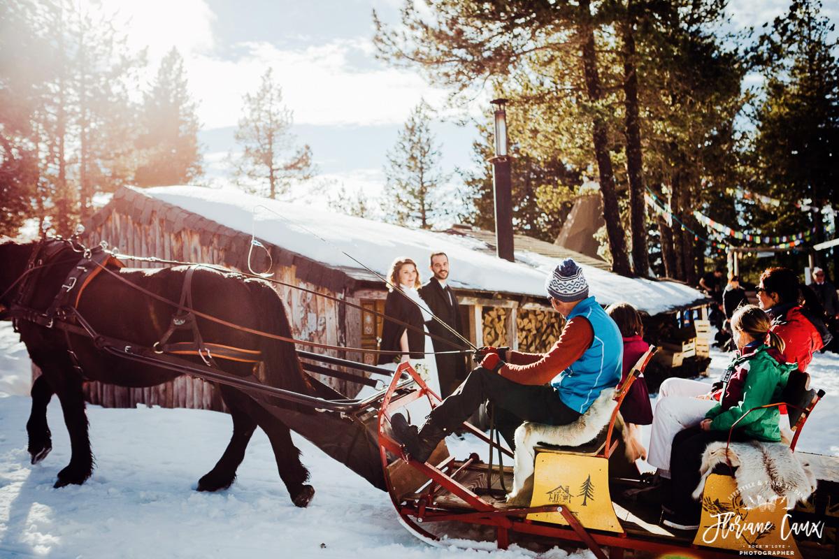 mariage pyrénées dans la neige, traineau à cheval